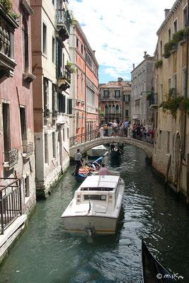 ベネチアの水上バスとゴンドラ(イタリア)