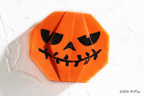 おりがみでハロウィーンのかぼちゃ