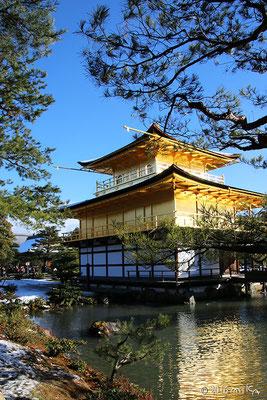 青空の金閣寺
