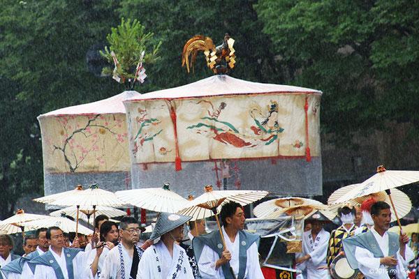 綾傘鉾の大きな傘