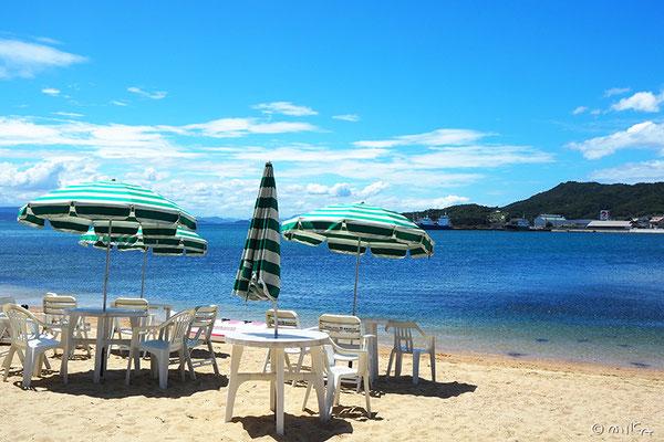 エンジェルロードのビーチパラソル(小豆島シーサイドホテル)