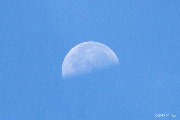 下弦の月(2015年9月5日 午前8時頃)