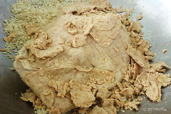 ペースト状につぶした大豆
