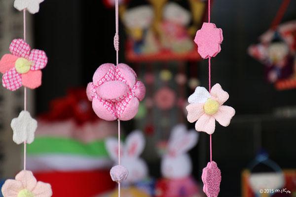 お花の変わり下げ飾り(京都嵐山「ちりめん細工館」の玄関)