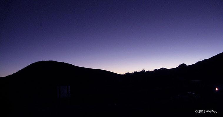夕暮れの山の稜線