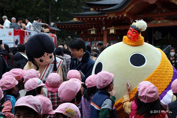 京都府広報監「まゆまろ」と 長岡京ガラシャ祭マスコットキャラクター「お玉ちゃん」