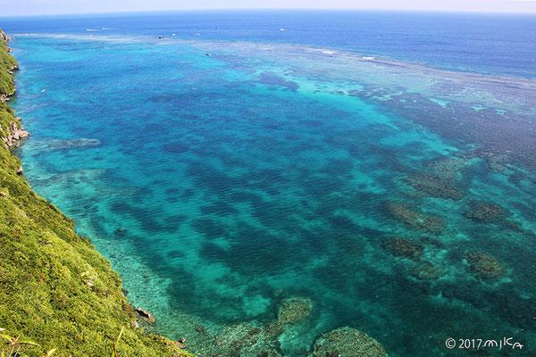 サンゴ礁の広がる海(伊良部島)