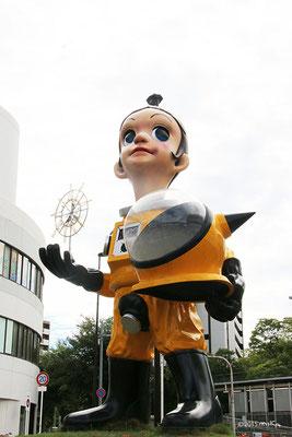 サン・チャイルド②(阪急電鉄南茨木駅前ロータリー)