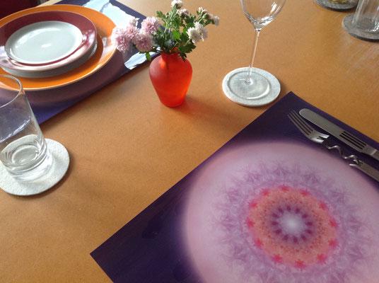 """Tischset mit Lebendigem Kristall """"respekTIERE"""" © Susanne Barth"""