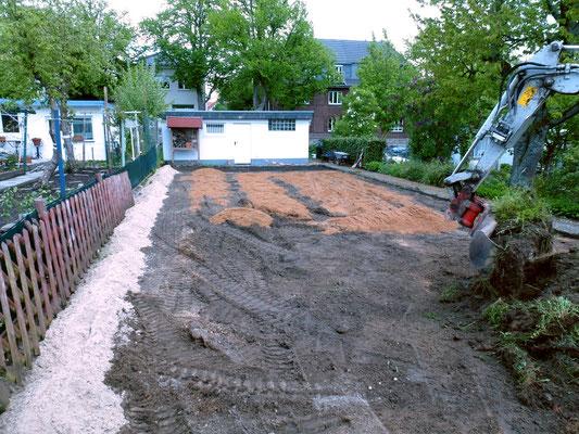 Erster Sand wird aufgetragen. Foto: Heike Hirth