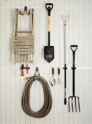 Einfache Aufbewahrung von Gartengeräten am Geräteraum