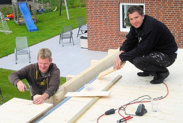 7. Bauherren beim Aufbau Ihres Carports