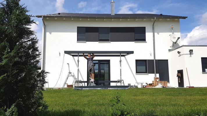 Nun können die mittleren Terrassendach Dachsparren montiert werden.