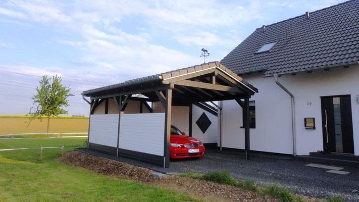 Carport mit Seitenwand und Geräteraum