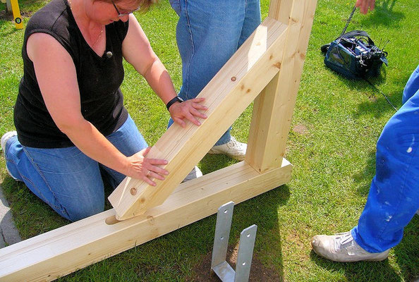 6. Bauherren beim Aufbau Ihres Carports