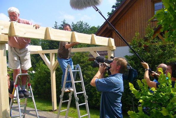 2. Bauherren beim Aufbau Ihres Carports