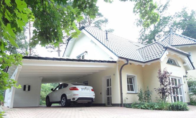 Carport mit Gartenhaus