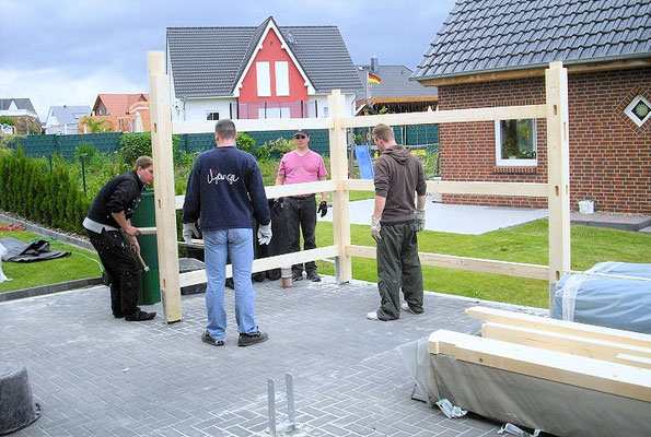 1. Bauherren beim Aufbau Ihres Carports