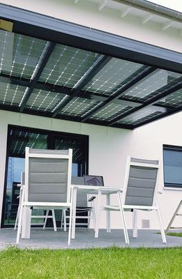 5. Bauherren beim Aufbau Ihres Terrassendachs