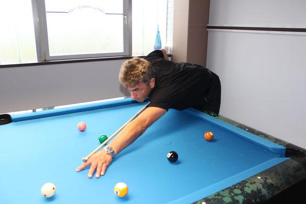 Pool Gott Arnd Bähr in Action
