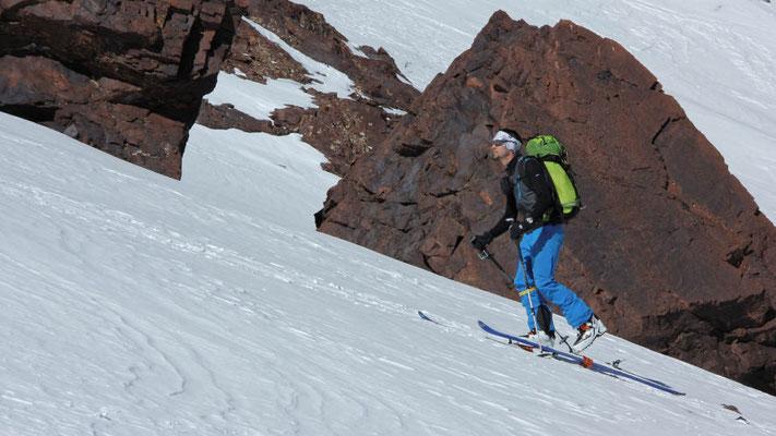 Aufstieg zum Akioud im Atlasgebirge mit Ski und Steigfellen