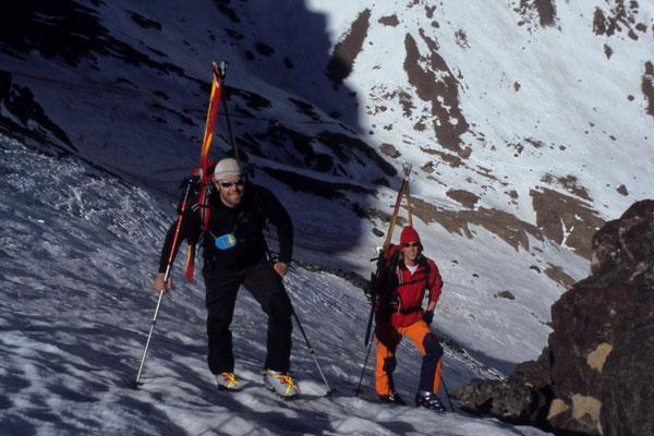 Steile Aufstiege erfordern manchmal auch eine sichere Steigeisentechnik