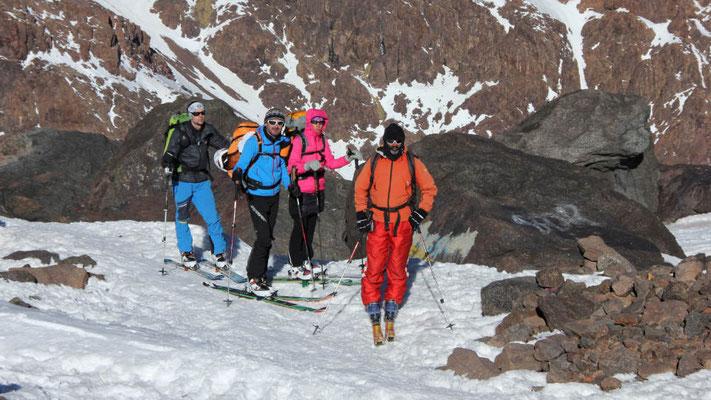 In den ersten Sonnenstrahlen beim Skiaufstieg zum Jebel Toubkal / Marokko