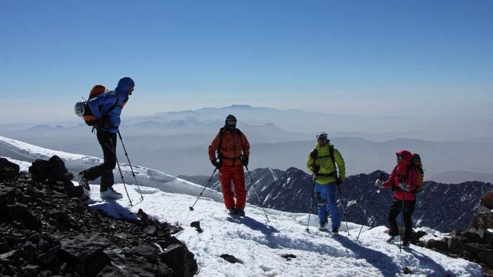 Blick nach Süden Richtung Sahara von den höchsten Bergen Marokkos