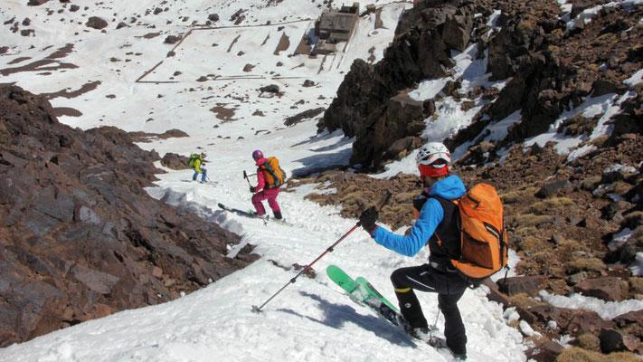 Auch die letzte Steilrinne hat noch genügend Schnee / Skitouren in Marokko