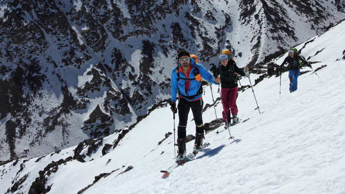 Weiter oben wechseln wir auf Skier und Steigfelle