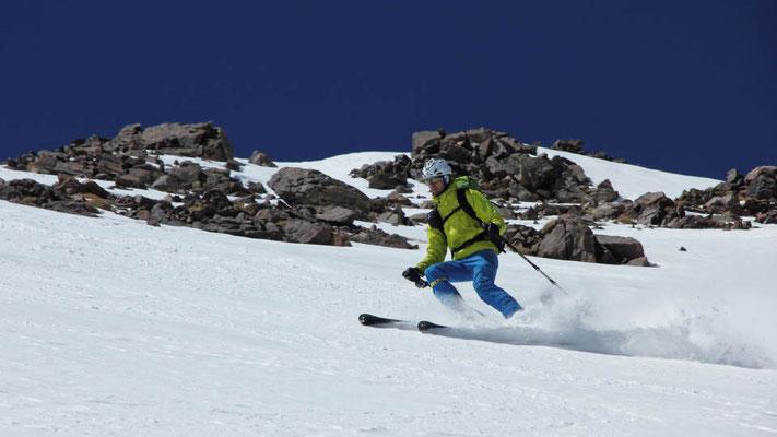 Die letzte Abfahrt unserer Skitourenreise nach Marokko beginnt