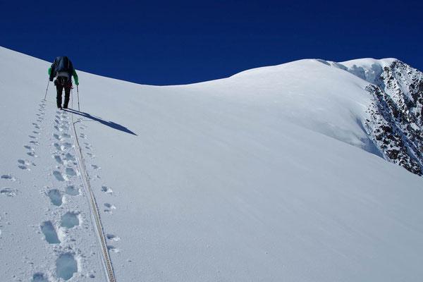 Der Berg-Wetterbericht für diese Woche war nicht gut - wir sind alleine am Weg zum Gipfel