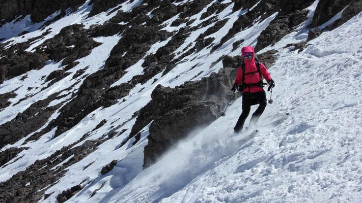 Skiabfahrt vom Jebel Toubkal in Marokko