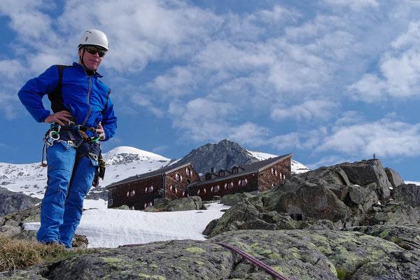 Im Klettergarten, im Hintergrund die Kürsingerhütte