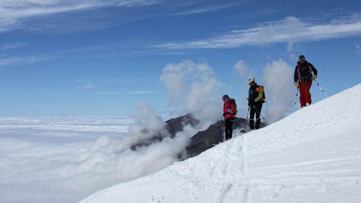 Blick ins Nebelmeer, vor unserer Skiabfahrt im Hohen Atlas