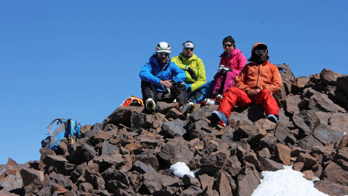 Am Gipfel des Akioud im Hohen Atlas mit Bergführer Mohamed / Marokko