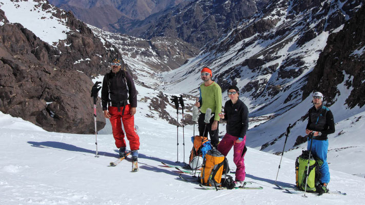 Pause beim Skitourengehen in Marokko / Hoher Atlas