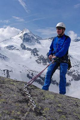 Abseilen, im Hintergrund der Große Geiger im Nationalpark Hohe Tauern