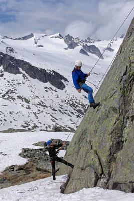Passives Abseilen beim Klettern