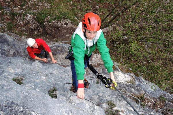 Mit der richtigen Ausrüstung und Bergführer am Klettersteig in Hinterstoder, Sportarena Pyhrn Priel