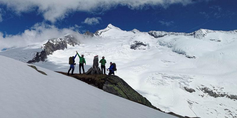 Doppelte Freude nach dem Gipfel am Großvenediger