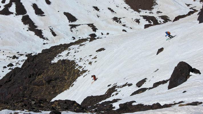 Einfahrt in die letzte Steilrinne kurz oberhalb der Schutzhütten im Hohen Atlas
