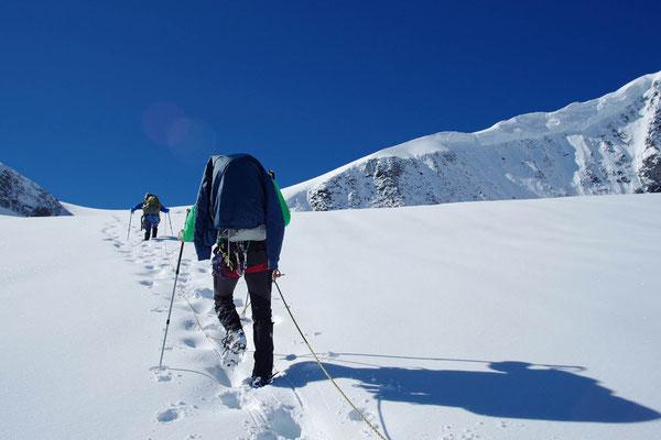 Bei einer Ausbildung will auch das Spuren im Schnee gelernt werden