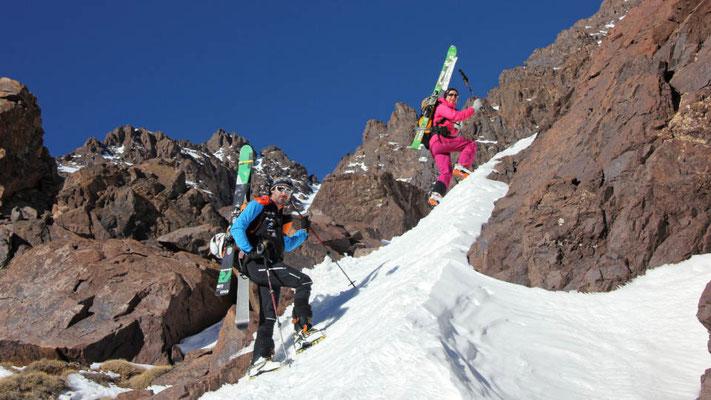 Steil, steiler, Steigeisen und die Tourenski am Rücken