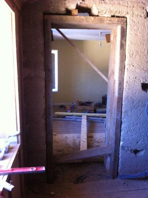 Passage créé, on voit encore le trou ménagé pour passer un soutien avant pose et calage du cadre
