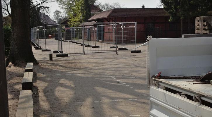 Die Baustraße wird eingerichtet.