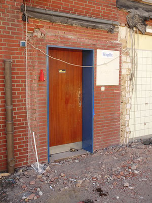 Der Eingang zum Lehrerzimmer ist noch nicht fertig.