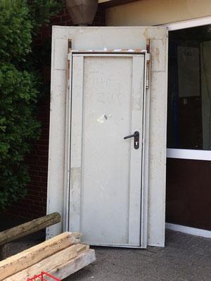 Das wird wohl die Tür zum Lehrerzimmer.