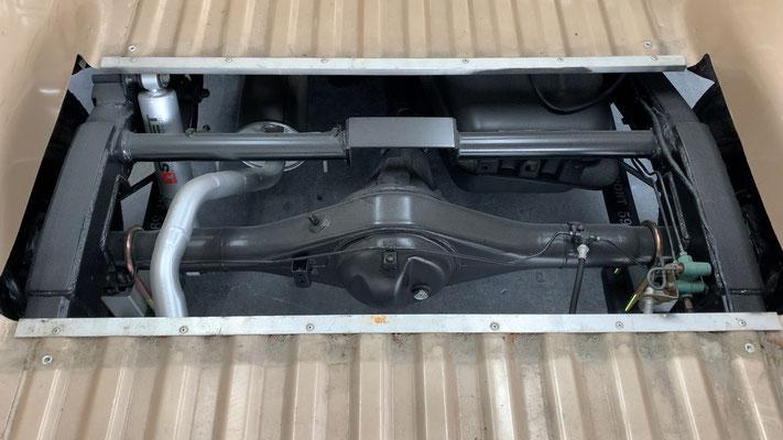 フレームはオリジナルでしたので違う車両のベッドを積んでるのだと思います。ミニトラックの業界では良く見かけます。