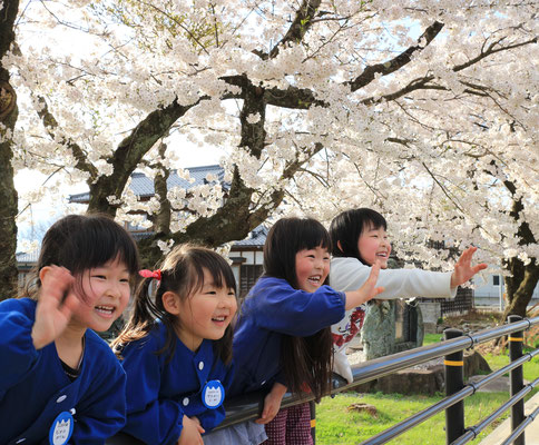 つながる和部門グランプリ『桜より大好きなお友達。「また明日遊ぼうね」』